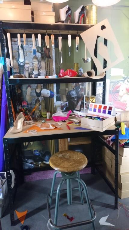 -L'exposition met en lumière l'atelier, les outils, les gestes de l'artisan