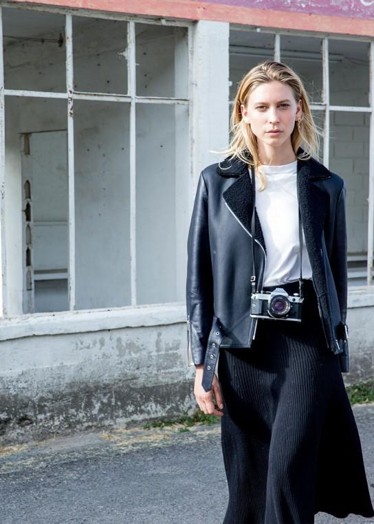 Alice Balas taille en cuir le vestiaire féminin.