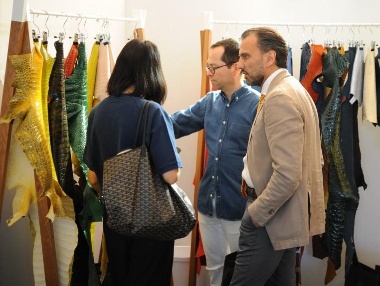 Acheteurs de cuirs exotiques salon Blossom Première Vision.