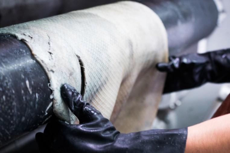 Élève de l'Itech en formation ingénieur cuir.