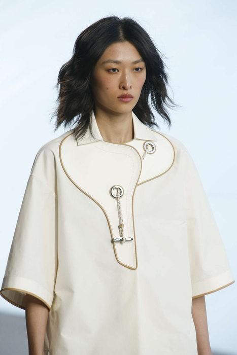 La selle enroule le cou. Hermès Printemps Eté 2019
