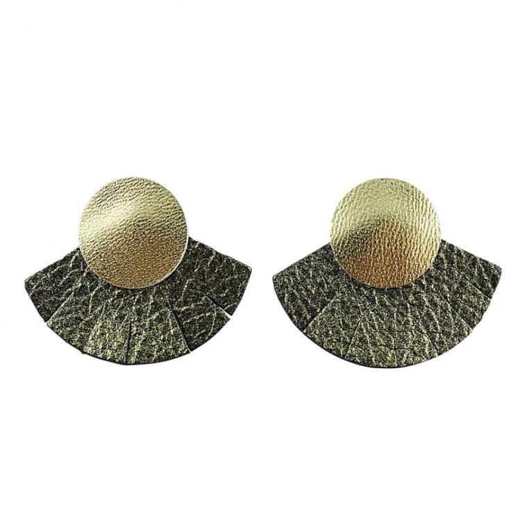 Les bijoux Ni une ni deux sont réalisés à la main en cuir français et italien