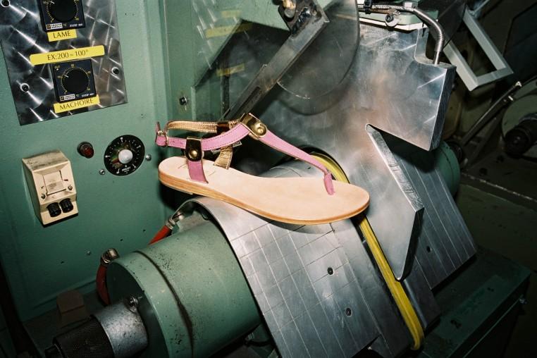 L'atelier Bocage permet de chausser des souliers remis à neuf tous les deux mois.