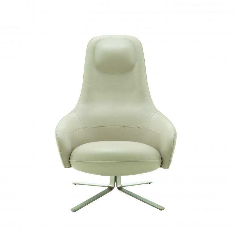 Le Japonais Keiji Takeuchi a conçu Moa, un fauteuil « lounge » à la sophistication minimale chez Cinna.