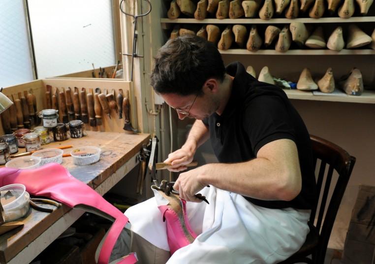 Maison Clairvoy fabrique et répare les chaussures de spectacles. Photo Sandie Bertrand - Moulin Rouge
