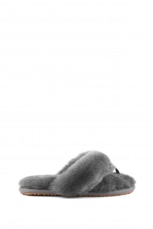 Modèle sheepskin fur zori de la marque Mou.
