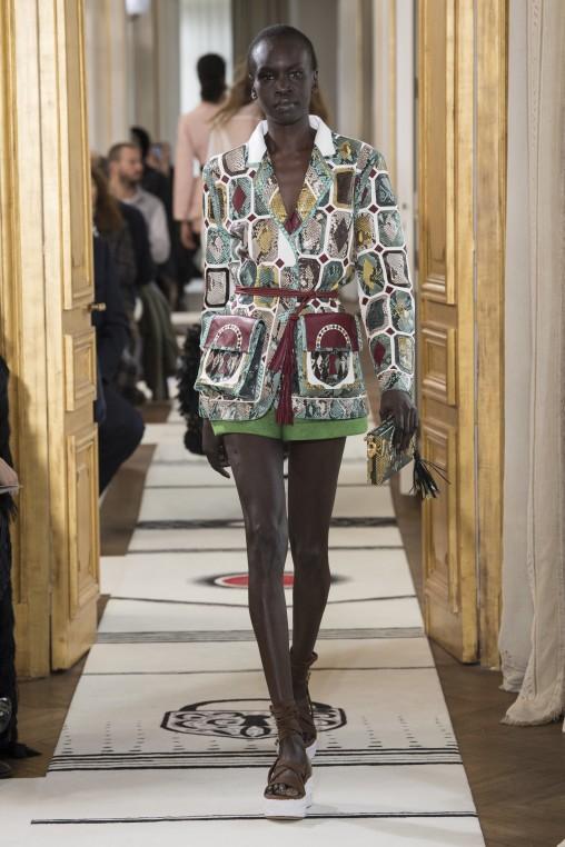 Schiaparelli Haute Couture Printemps Eté 2018. Veste en python et lézard.