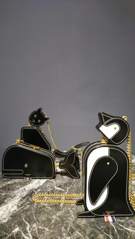 """Minaudières """"Whale, Penguin, Cat"""" de la marque Thom Browne."""