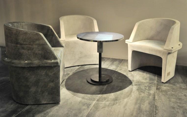 Diesel Living par Moroso, fauteuils Assembly en cuir façon béton.