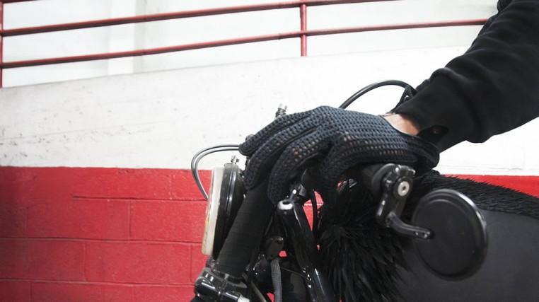 Les gants Agnelle pour Blitz Motorcycles.