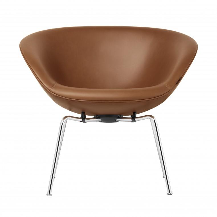 Republic of Fritz Hansen réédite The Pot, fauteuil icône signé Arne Jacobsen
