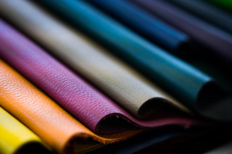 Cuirs colorés de la tannerie Fortier Beaulieu